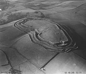 300px-Aerial_photograph_of_Maiden_Castle,_1935